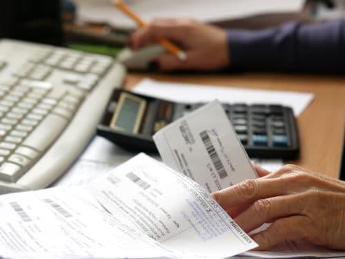 Как оформить субсидию на оплату коммунальных услуг малоимущим гражданам и семьям в 2019: можно ли получить компенсацию на жилье безработным
