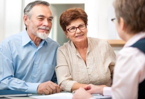 Как взять ипотеку пенсионеру на покупку квартиры: до какого возраста социальная программа, калькулятор Сбербанка, ВТБ, Совкомбанк