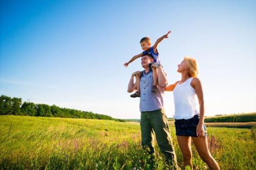 Как молодой семье встать на очередь на жилье