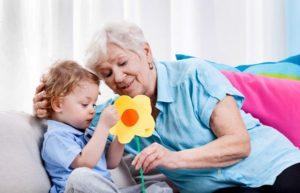 Может ли получать пособие по уходу за ребенком неработающая бабушка-пенсионерка, как оформить декретный отпуск