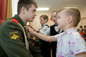 Какие имеют льготы несовершеннолетние дети умерших ветеранов боевых действий в Чечне при поступлении в школу, детский сад, ВУЗ