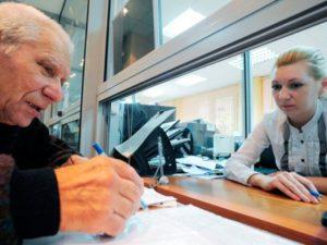 Азаров прибавят пенсию ветеранам труда работающим и на сколько
