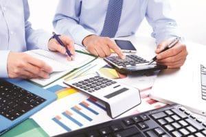Налог на имущество физических лиц, квартиру в собственности: кто пользуется льготой в налоговой