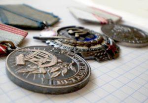 Как получить звание - Ветеран труда - до наступления пенсии, какие льготы у не достигших пенсионного возраста, оформление