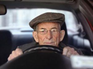 Изображение - Что нужно знать о налоговых льготах для пенсионеров pensioner_v_mashine_1_18011420-300x225