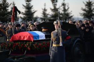 Умер военный пенсионер, выплата пособия на похороны, погребение за счет государства, что положено при смерти, порядок захоронения, компенсация за памятник