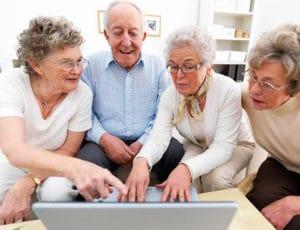 Какие дополнительные льготы положены пенсионерам после 80 лет , компенсационная выплата за уход