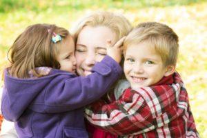 Льготы многодетным семьям , что положено, помощь от государства, выплаты, пособия, компенсация за школьную форму, социальная поддержка