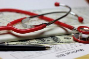 Как получить компенсацию за платное лечение в налоговой, льгота по подоходному налогу НДФЛ, какие документы