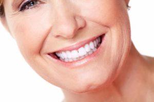 Льготы для протезирования зубов для пенсионеров, можно ли взять квоту при имплантации